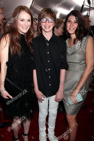 Julianne Moore with son Caleb Freundlich, Marisa Tomei