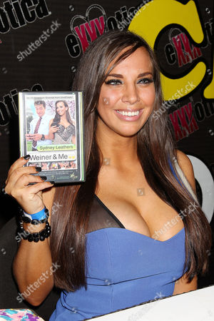 Sydney Leathers with 'Weiner & Me' DVD