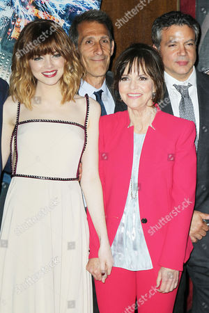Emma Stone, Michael Linton, Sally Field and Mike Deluca