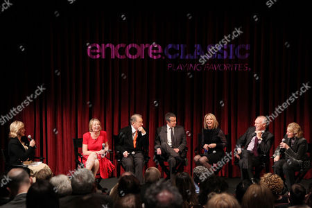 Cynthia McFadden, Diane English (Series Creator) and Cast of Murphy Brown - Charles Kimbrough, Grant Shaud, Faith Ford, Joe Regalbuto, Candice Bergen