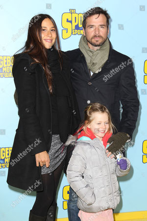 Stock Photo of Matthew Settle with family