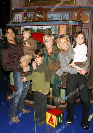 Marc Consuelos, Joaquin Consuelos, Michael Consuelos, Cathy Rigby, Kelly Ripa and Lola Consuelos