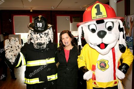 Marcia Gay Harden. Liberty Mutual presented the 2006 National Fire Mark Award to three fire fighters who displayed exemplary acts of valor or demonstrated significant commitment to public health and safety. Held at the New York City Fire Museum this years recipients include Bonnie Lopez Upton Massachusetts,and Baltimore City fire fighters Omar Shareef and Albert Jason Boyd.