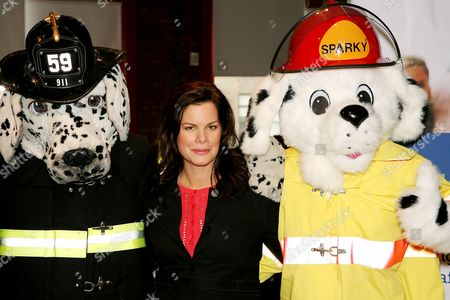 Marcia Gay Harden. Liberty Mutual presented the 2006 National Fire Mark Award to three fire fighters who displayed exemplary acts of valor or demonstrated significant commitment to public health and safety. Held at the New York City Fire Museum this years recipients include Bonnie Lopez (Upton,MAssachusetts,and Baltimore City fire fighters Omar Shareef and Albert Jason Boyd.