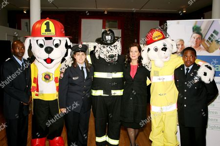 Omar Shareef, Bonnie Lopez, Marcia Gay Harden and Albert Jason Boyd. Liberty Mutual presented the 2006 National Fire Mark Award to three fire fighters who displayed exemplary acts of valor or demonstrated significant commitment to public health and safety. Held at the New York City Fire Museum this years recipients include Bonnie Lopez (Upton,MAssachusetts,and Baltimore City fire fighters Omar Shareef and Albert Jason Boyd.