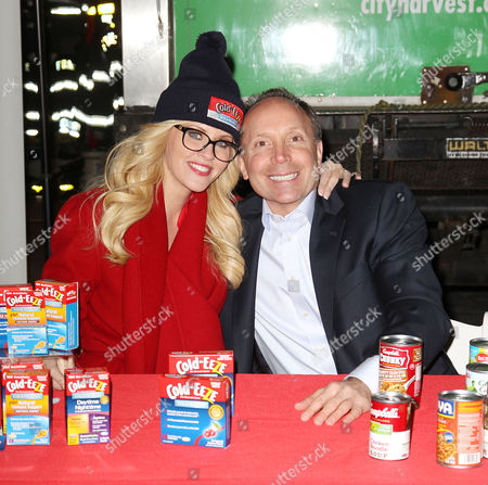Editorial photo of Jenny McCarthy lends a hand with Holiday Food Drive, New York, America - 12 Dec 2013