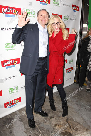 Editorial picture of Jenny McCarthy lends a hand with Holiday Food Drive, New York, America - 12 Dec 2013