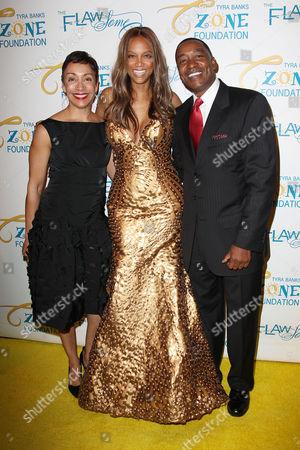 Stock Photo of Lynn Kendall, Tyra Banks and Isiah Thomas
