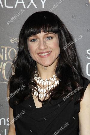 Lena Hall (Celina Carvajal)