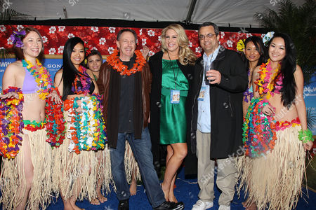 Dennis Dugan, Heather Parry and Jack Giarraputo with girls