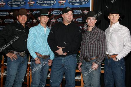Adriano Moraes, J.B. Mauney, Garth Brooks, Kody Lostroh and Ty Murray