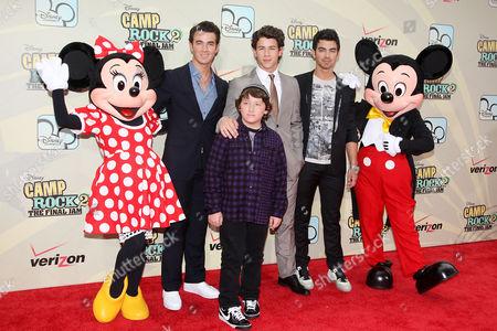 Kevin Jonas, Frankie Jonas, Nick Jonas and Joe Jonas (The Jonas Brothers) with Mickey and Minnie Mouse