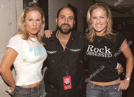 Dave Attell with Coors Light twins, Elaine and Diane