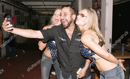 Stock Photo of Dave Attell with Coors Light twins, Elaine and Diane
