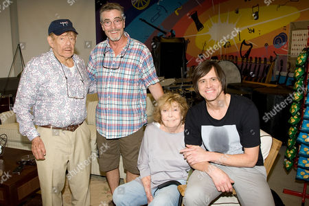 Jerry Stiller, Tom Bodett, Anne Meara and Jim Carey