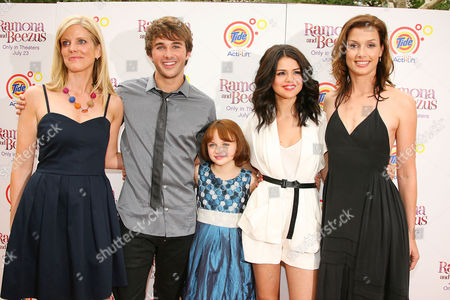 Elizabeth Allen (Director), Hutch Dano, Joey King, Selena Gomez and Bridget Moynahan