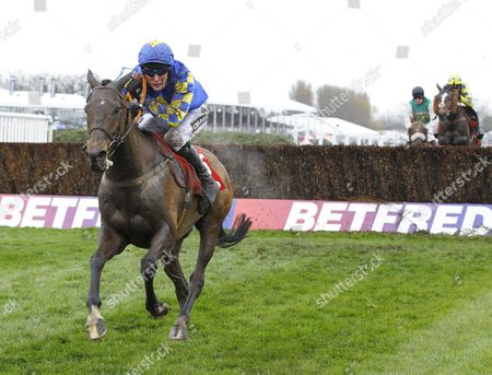 Maggio and James Reveley win the Betfred Handicap Chase at Aintree.