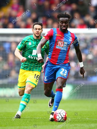 Pape N'Diaye Souare of Crystal Palace and Matt Jarvis of Norwich   during the Barclays Premier League match between  Crystal Palace and Norwich  played at Selhurst Park on 9th April 2016 , London