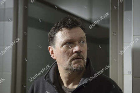 Ian Puleston-Davies as Peter Cullen