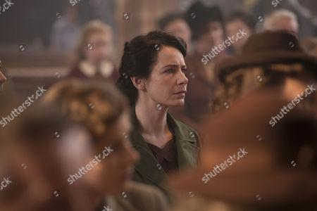 Clare Calbraith as Steph.