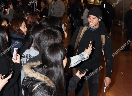 Ricky Alvarez and fans