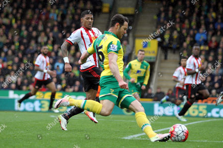 Matthew Jarvis of Norwich City runs with the ball during Norwich City vs Sunderland AFC, Barclays Premier League Football at Carrow Road on 16th April 2016