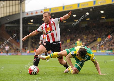 Matt Jarvis of Norwich City is tripped by Lee Cattermole of Sunderland during the Barclays Premier League match between Norwich City and Sunderland played at Carrow Road, Norwich on April 16th 2016