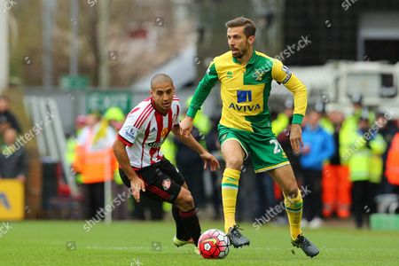 Stock Image of Gary O'Neil of Norwich City gets away from Wahbi Khazri of Sunderland - Norwich City v Sunderland, Barclays Premier League, Carrow Road, Norwich. 16 April 2016