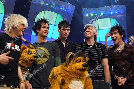 Son Of Dork - David Williams, Chris Leonard, Danny Hill, James Bourne and Steve Rushton with the hyenas Scratch and Sniff
