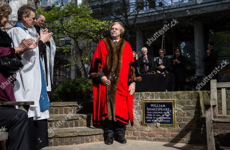 Stock Photo of Alderman Sir David Wootton unveiling the plaque