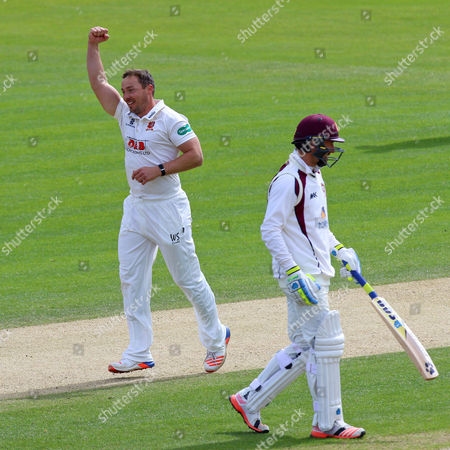Graham Napier celebrates the wicket of Richard Gleeson as Essex clinch victory during Essex CCC vs Northamptonshire CCC, Specsavers County Championship Division 2 Cricket at the Essex County Ground on 27th April 2016