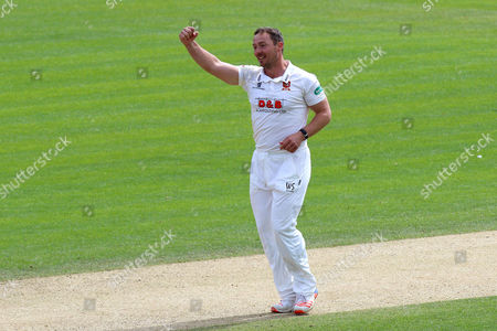 Graham Napier celebrates taking the wicket of Richard Gleeson as Essex clinch victory during Essex CCC vs Northamptonshire CCC, Specsavers County Championship Division 2 Cricket at the Essex County Ground on 27th April 2016
