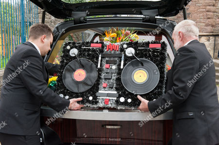 Record-decks floral tribute