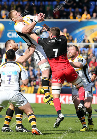 Bradley Davies of Wasps competes with Will Fraser of Saracens for a high ball