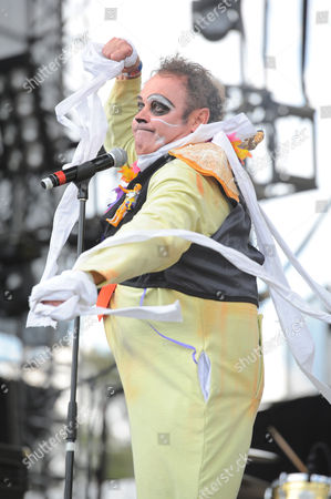 Pablo Carbonell of Toreros Muertos performs on stage during second day of Vive Latino Music Festival
