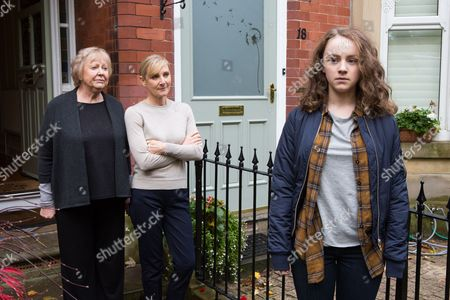 Lesley Sharp as DC Janet Scott, Judith Barker as Dorothy and Harriet Waters as Tasie Scott