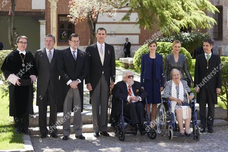Fernando del Paso (seated) poses with his wife Socorro, King Felipe VI, Queen Letizia, acting Prime Minister Mariano Rajoy and other delegates after a traditional ceremony where del Paso received the 'Premio Cervantes' literary award