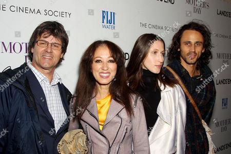 Paul van Ravenstein, Pat Cleveland, Anna van Ravenstein, Guest