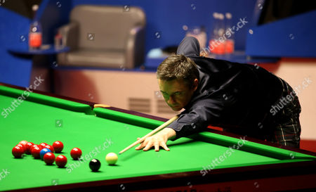 Alan McManus in action during the semi final on day 14 of the Betfred World Snooker Championship