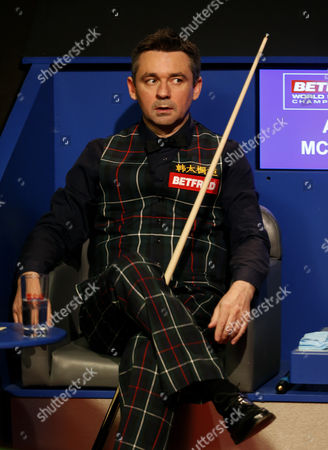 Alan McManus looks over towards the BBC studio after noise came from that direction during the semi final on day 14 of the Betfred World Snooker Championship