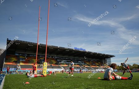 Jacques Burger of Saracens (foreground) warms-up during the Aviva Premiership Rugby match between Saracens and Newcastle Falcons played at Allianz Park, London on May 1st 2016
