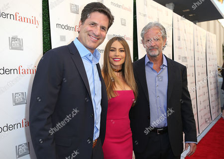 Stock Picture of Steven Levitan, Sofia Vergara, Chris Lloyd