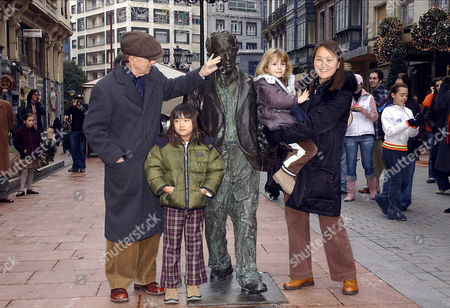 Woody Allen with daughter Manzie Tio, daughter Bechet and wife Soon Yi Previn