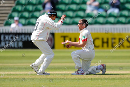 Lancashire's Simon Kerrigan celebrates taking the wicket of Somerset's Tom Abell with Lancashire's Haseeb Hameed during the Specsavers County Champ Div 1 match between Somerset County Cricket Club and Lancashire County Cricket Club at the County Ground, Taunton