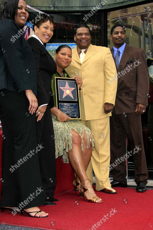 Guest, Rita Owens, Queen Latifah and Lance Owens and guest