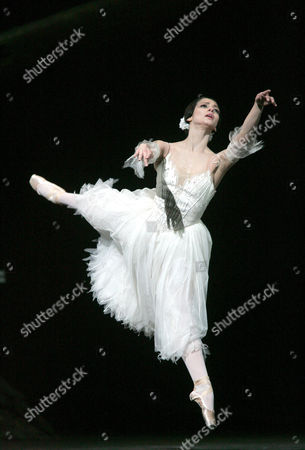 'Giselle' by the Royal Ballet - Roberta Marquez