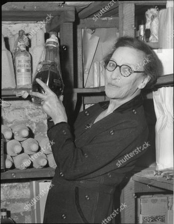 Mrs Mary Fisher Chairman Of Maurice Meyer Westminster Shippers. Expert On Liquers. Box 629 807101535 A.jpg.