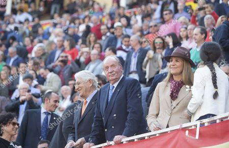 Former king Juan Carlos I of Spain with her daughter Princess Elena and grand dauhgter Princess Victoria Federica