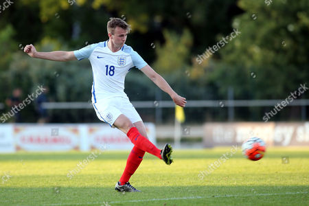 Robert Holding in action for England during England Under-20 vs Guinea Under-20, 2016 Toulon Tournament Football at Stade de Lattre on 23rd May 2016