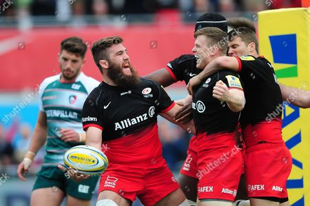 Will Fraser of Saracens celebrates scoring the opening try of the match
